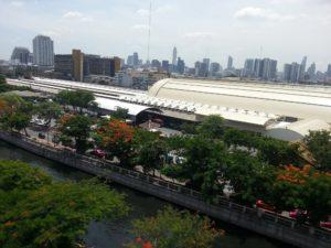 The Krung Kasem canal runs past Bangkok Train Station