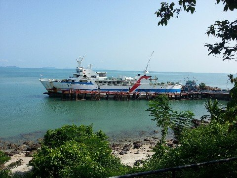 Ferry services to Koh Samui and Koh Phangan
