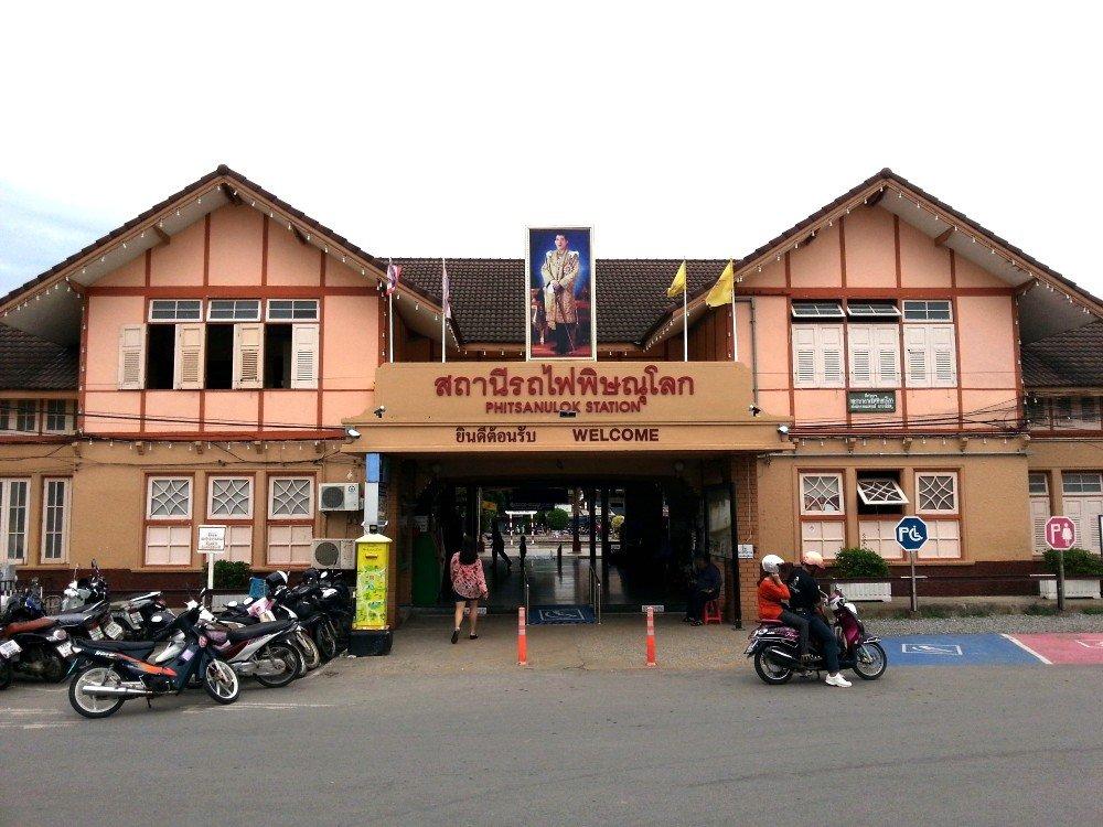 Main entrance to Phitsanulok Railway Station