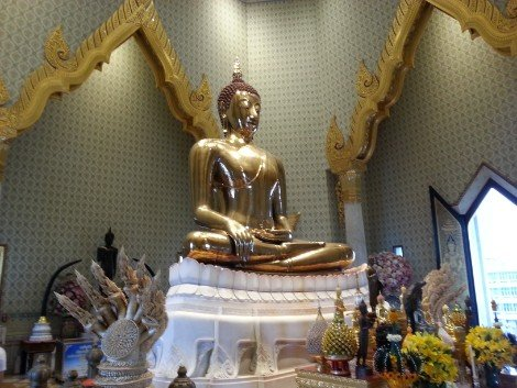 Wat Traimit near Bangkok Railway Station