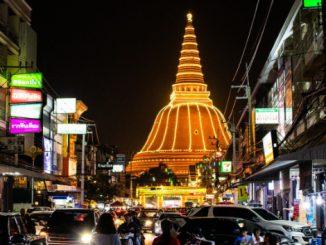 The Phra Pathommachedi in Nakhon Pathom lit up at night