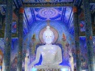 Wat Rong Seur Ten is Chiang Rai's Blue Temple